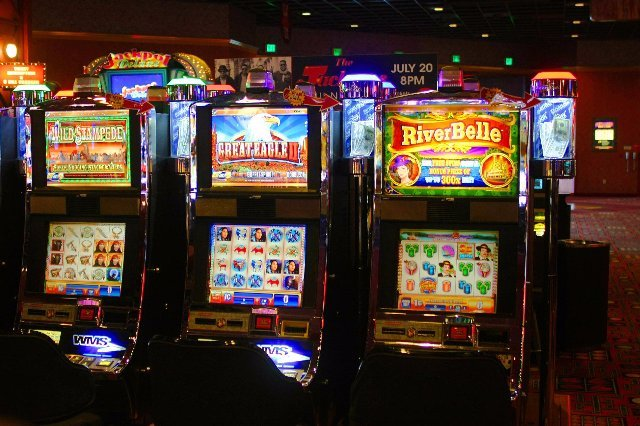 Игровые автоматы на деньги в казино Топ-Слоты
