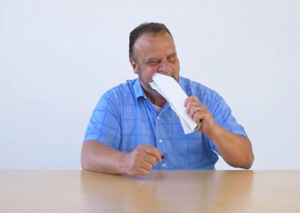 Робин-Бобин, поедающий все подряд, стал звездой YouTube