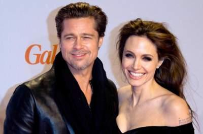 Стало известно, почему Джоли затягивает развод с Питтом