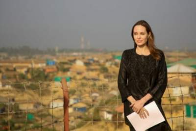 Анджелина Джоли сменила фамилию