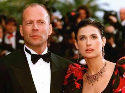 Голливудская актриса написала книгу о разводах с Эштоном Кутчером и Брюсом Уиллисом