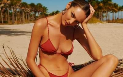 Ангел Victoria's Secret похвасталась стройной фигурой в бикини