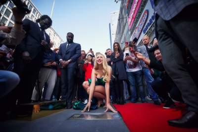 Оля Полякова получила именную звезду в центре Киева