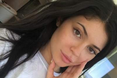 Младшая сестра Ким Кардашьян намекнула на помолвку