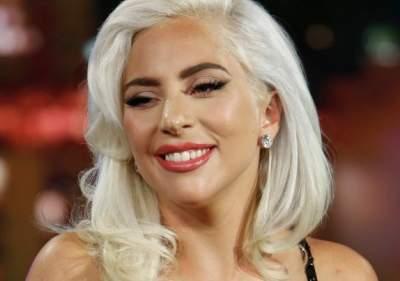 Леди Гага вышла в свет в эпатажном образе