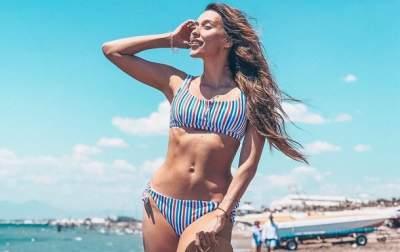 Регина Тодоренко в купальнике показала свою фигуру после родов