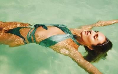 «Ангел» Victoria's Secret снялась в эффектном и смелом купальнике