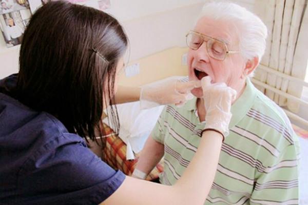 Вызов стоматолога на дом в Москве