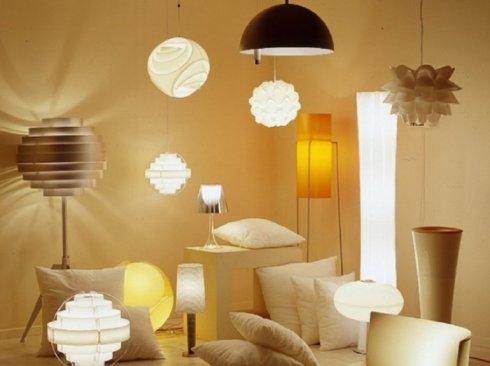 Большой выбор качественных обоев и осветительных приборов